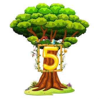 Un árbol con una cifra del número cinco sobre un fondo blanco
