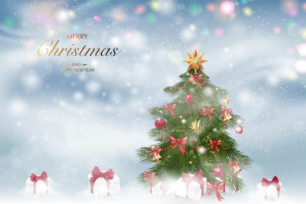 Árbol de navidad con adornos de navidad. fondo de paisaje de invierno con nieve que cae.