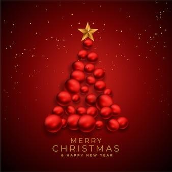 Árbol de navidad creativo hecho con adornos navideños.