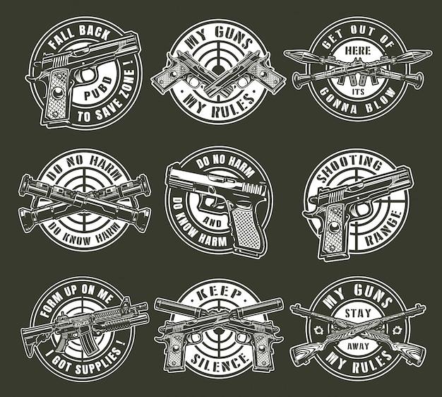 Armas militares monocromáticas vintage alrededor de emblemas