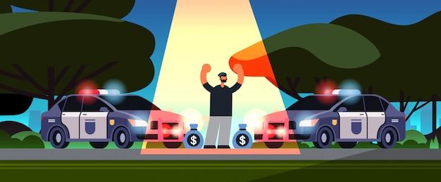 Arrestado personaje criminal con bolsas de dinero ladrón atrapado por la policía robo autoridad de seguridad justicia ley servicio concepto parque urbano paisaje
