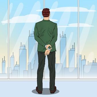 Arte pop empresario exitoso mirando la ciudad a través de la ventana.