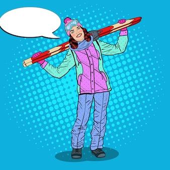 Arte pop mujer feliz con esquí en vacaciones de invierno. ilustración