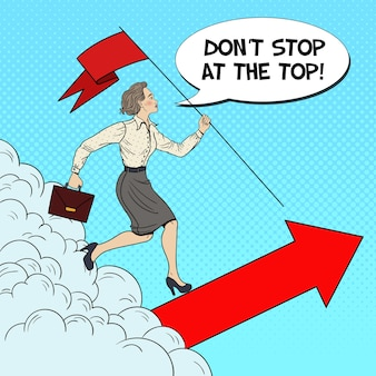 Arte pop mujer de negocios exitosa con bandera corriendo hacia la cima.