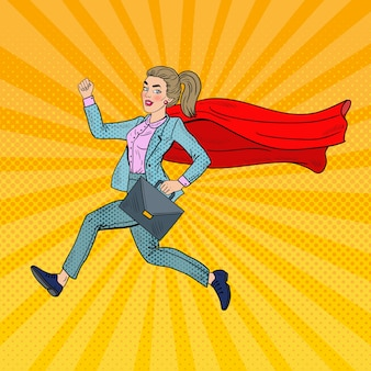 Arte pop super mujer de negocios con capa roja corriendo con maletín.