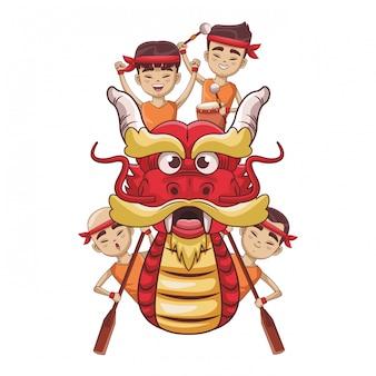 Asiáticos remando en bote del dragón