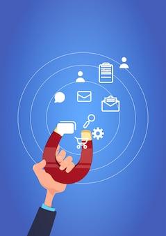 Asimiento de la mano icono de comunicación imán tirando concepto de procesamiento de soporte de chat