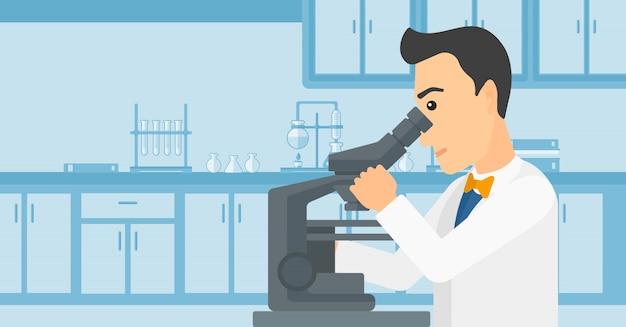 Asistente de laboratorio con microscopio.