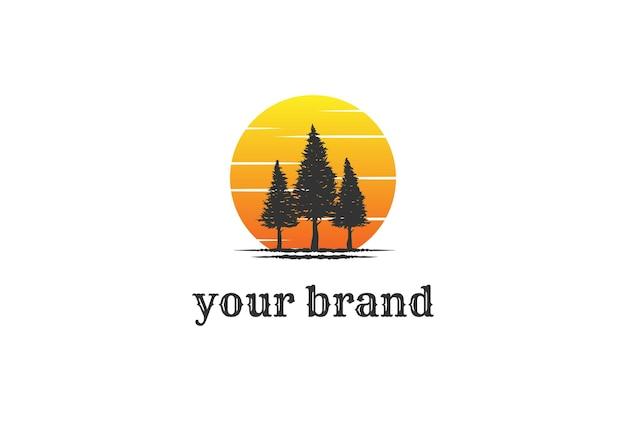 Atardecer amanecer pino abeto evergreen cedro conífera alerce conífero ciprés cicuta árbol bosque vector diseño de logotipo