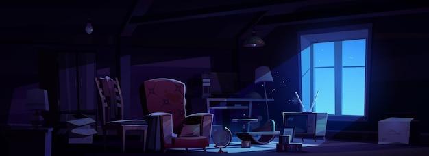Ático de la casa con muebles antiguos en la noche
