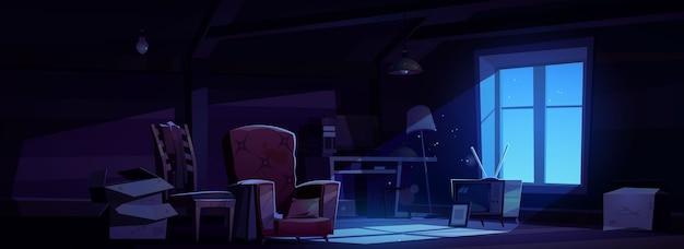 Ático de la casa en la noche