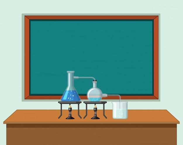 Aula de ciencias con herramientas en la mesa