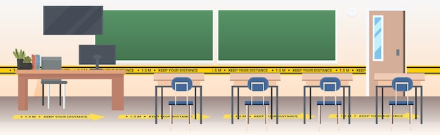 Aula escolar con carteles de distanciamiento social pegatinas amarillas coronavirus medidas de protección epidémica horizontal