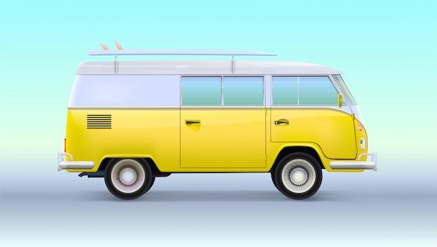 Autocaravana de viaje vintage retro con tabla de surf