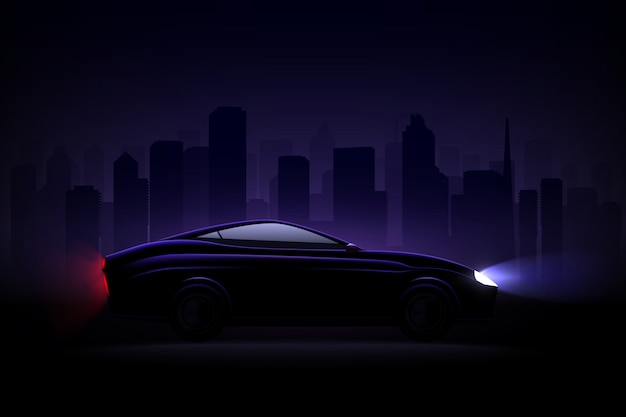 Automóvil sedán de lujo aligerado contra la ciudad de noche con faros y luces traseras encendidas