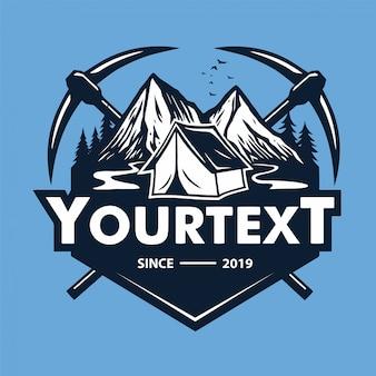 Aventura de escalada de montaña, camping, plantilla de logotipo vectorial