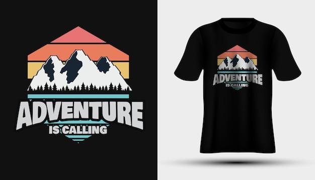 La aventura está llamando camiseta