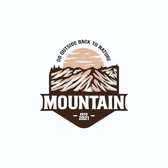 Aventura de montaña y plantilla de logotipo vintage al aire libre. insignia o estilo emblema.
