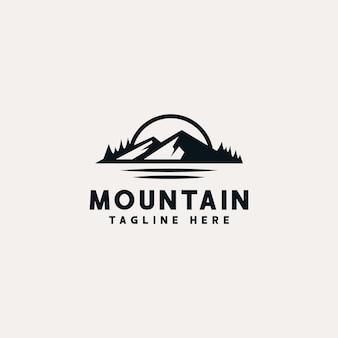 Aventura de montaña y plantilla de logotipo vintage al aire libre.