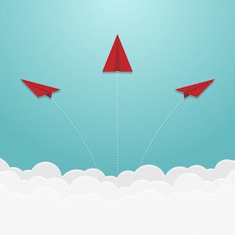 Avión de papel en el cielo y la nube