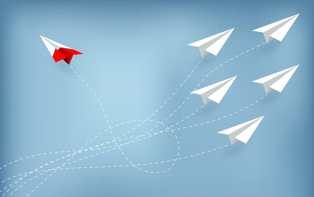 Avión de papel rojo cambiando de dirección de blanco. idea nueva.