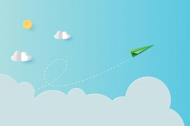 Avión de papel verde volando sobre fondo de cielo azul página de aterrizaje