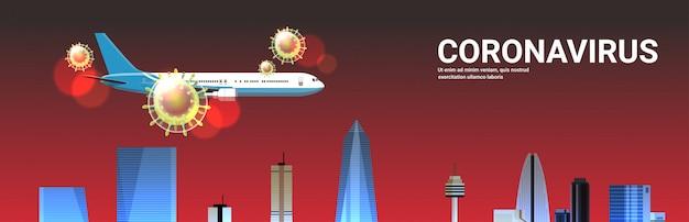 Avión de pasajeros volando sobre rascacielos de la ciudad brote de gripe celular de coronavirus china patógeno pandemia respiratoria virus wuhan concepto de riesgo de salud médica horizontal