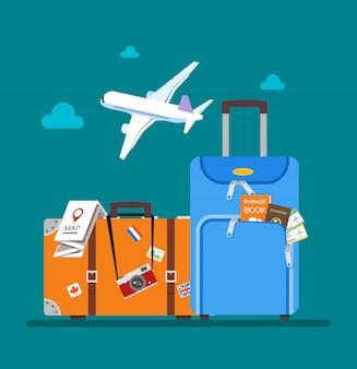 Avión volando sobre el equipaje de los turistas, el mapa, el pasaporte, los boletos y la ilustración de la cámara de fotos