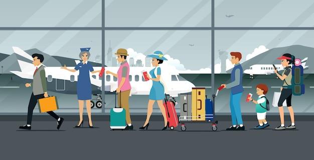 Azafata inspeccionando boletos de avión de pasajeros que transportan equipaje