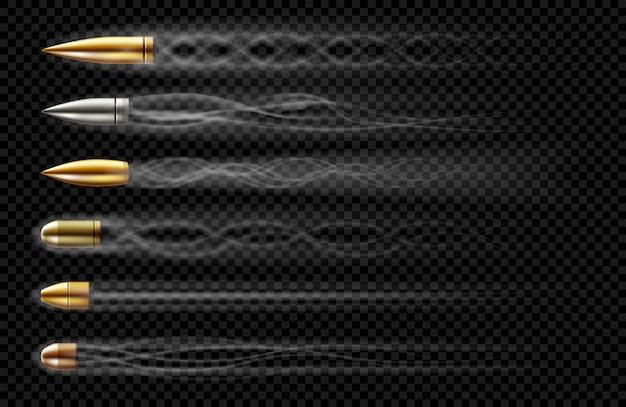 Balas voladoras con rastros de humo de disparos. conjunto realista de balas diferentes calibres disparados desde arma, revólver o pistola con rastro de humo aislado sobre fondo transparente