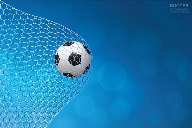 Balón de fútbol en portería. pelota de futbol y red blanca con fondo azul.