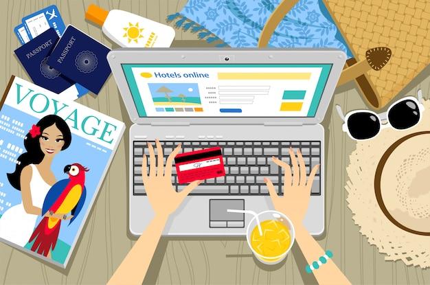Banca online con tarjeta de crédito en laptop.