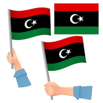 Bandera de libia en mano