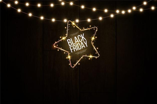 Bandera ligera del viernes negro en el frente de estrellas brillantes colgando de una lámpara luminosa dorada.