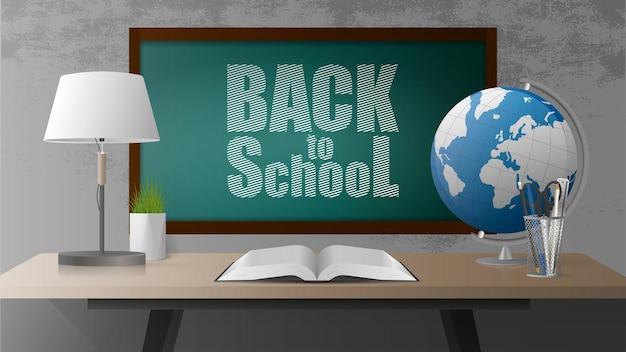 Bandera de regreso a la escuela. tablero verde, libro abierto, mesa de madera estilo loft, globo, lámpara de mesa, maceta de hierba, muro de hormigón gris. estilo realista