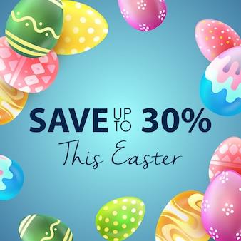 Bandera de la venta de pascua con los huevos coloridos hermosos en fondo azul. ahorra hasta un 30%