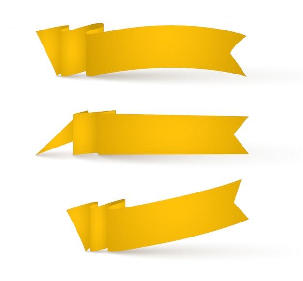 Banderas de cintas amarillas. conjunto de carteles publicitarios.