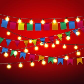 Banderín de banderines y bombilla de luces amarillas cálidas