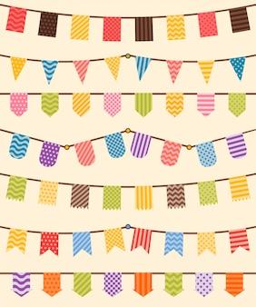 Banderines y guirnaldas engastados en varios colores.