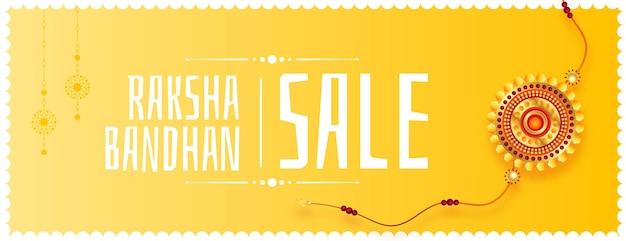 Banner amarillo de venta de raksha bandhan con diseño realista de rakhi