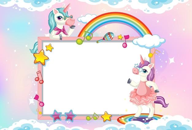 Banner en blanco con lindo unicornio en el fondo del cielo pastel