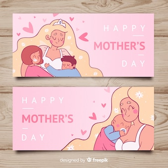 Banner día de la madre madre con sus hijos dibujada a mano