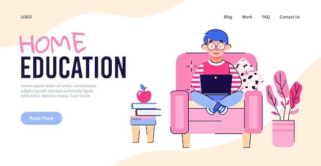 Banner de educación en el hogar con niño de dibujos animados aprendiendo en la computadora portátil