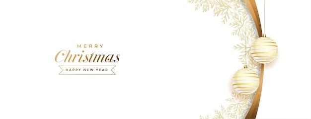 Banner de feliz navidad blanco y dorado con decoración de bolas