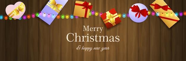 Banner de feliz navidad con regalos en suelo de madera marrón