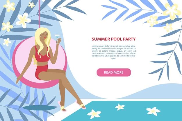 Banner de fiesta en la piscina de verano mujer sentada con cóctel cerca de la piscina