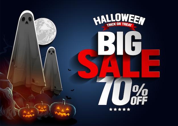 Banner de gran venta de halloween con ghost flotando en el aire y calabazas en la noche.