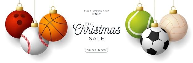 Banner horizontal de lujo feliz navidad. deporte béisbol, baloncesto, fútbol, pelotas de tenis cuelgan de un hilo sobre fondo blanco moderno.