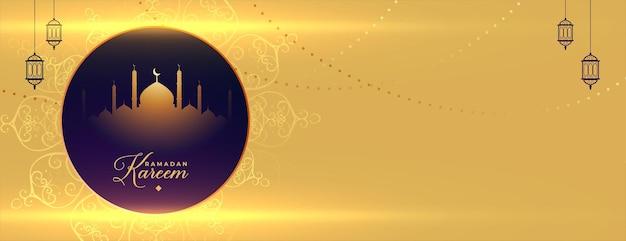 Banner islámico dorado de ramadan kareem con espacio de texto
