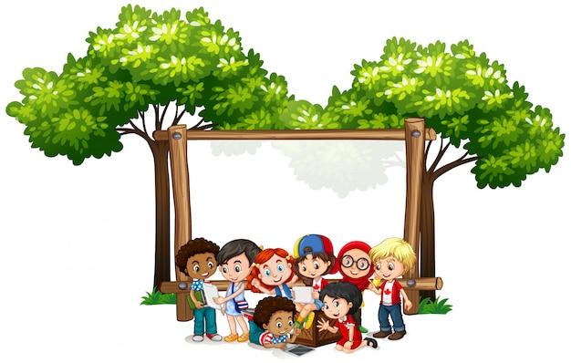 Banner con muchos niños debajo del árbol